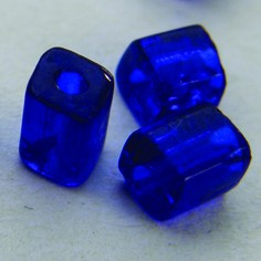 Prism shaped glass bead
