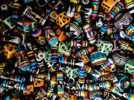 Perui kézzel festett krámia gyöngymix